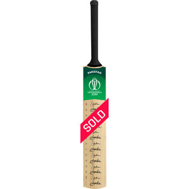 Pakistan CWC 2019 Squad Signed Bat